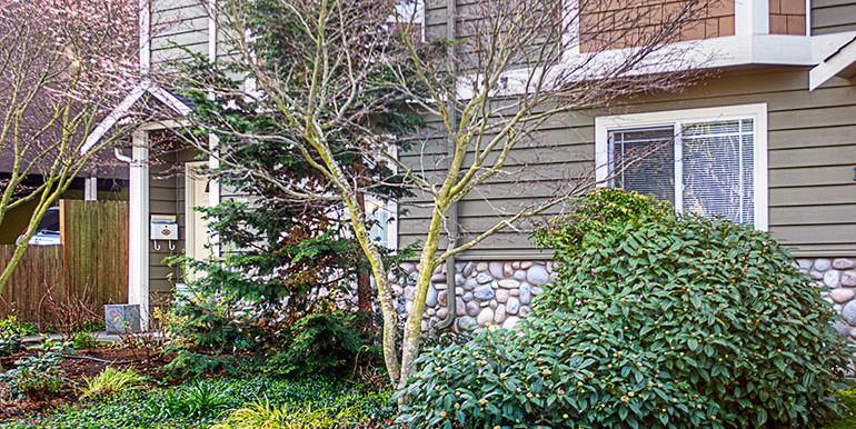 1757_nw_58th_st_condo-front-garden