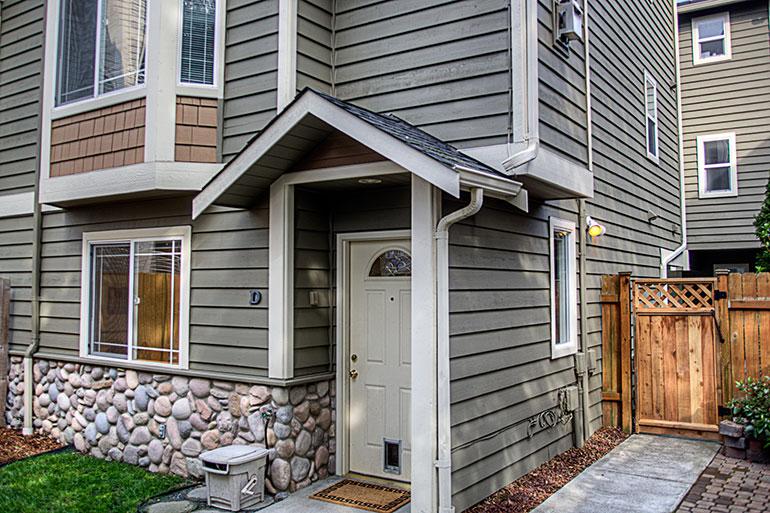 1757_nw_58th_st_2-condo-frontdoor-gate