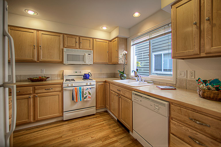 1757_nw_58th_st_6-kitchen2